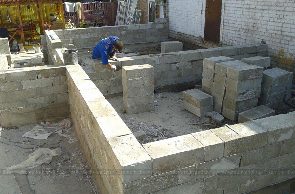 Укладка полистиролбетонных блоков