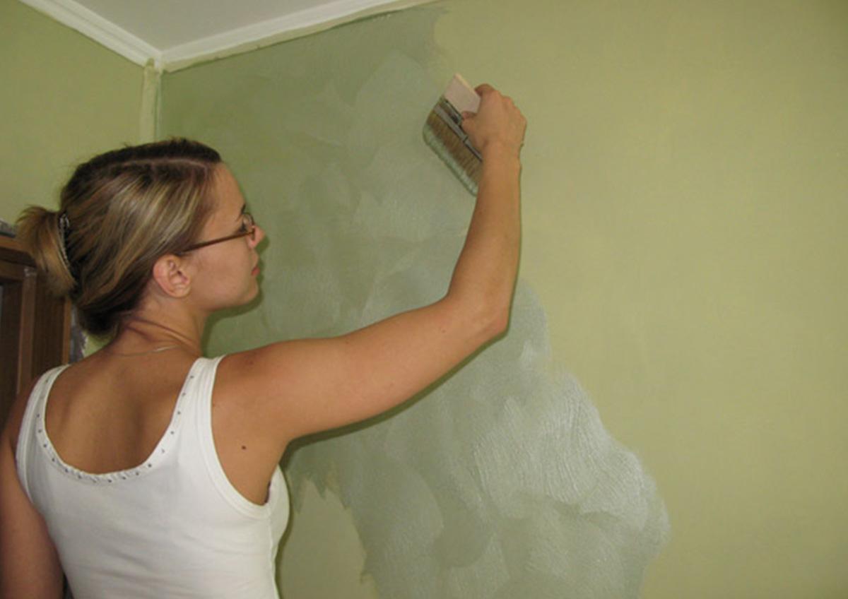 Нанесение шелка на стены