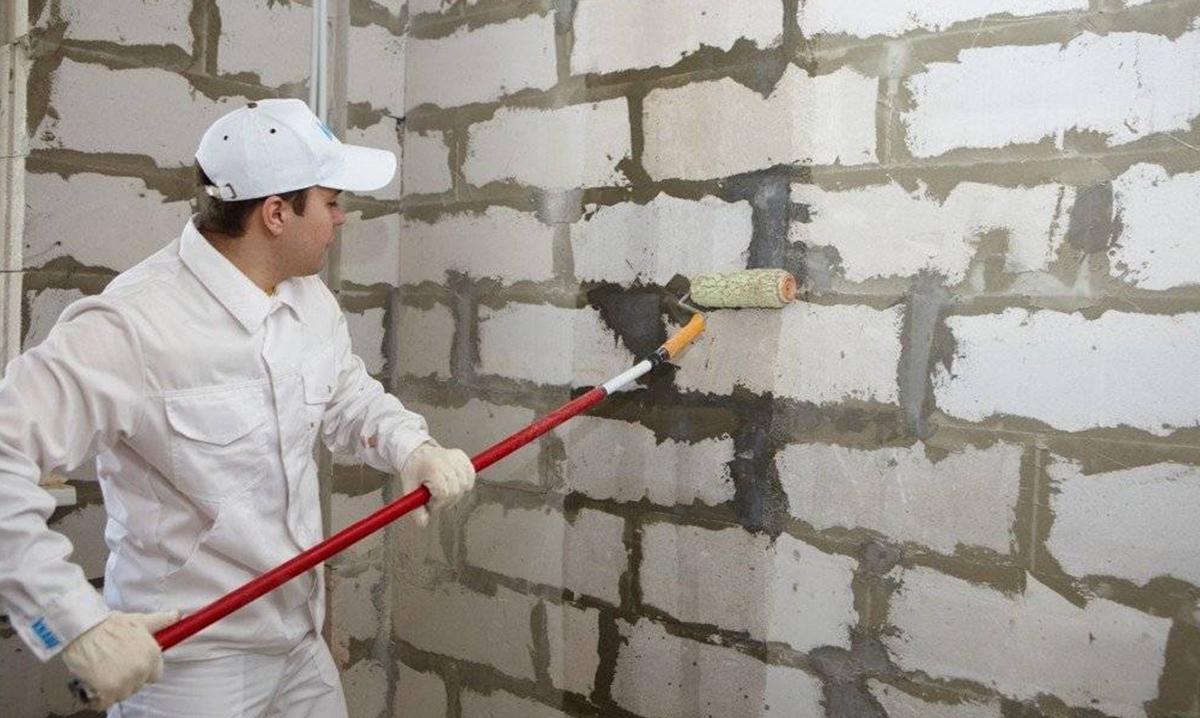 Грунтовка стени из газоблоков
