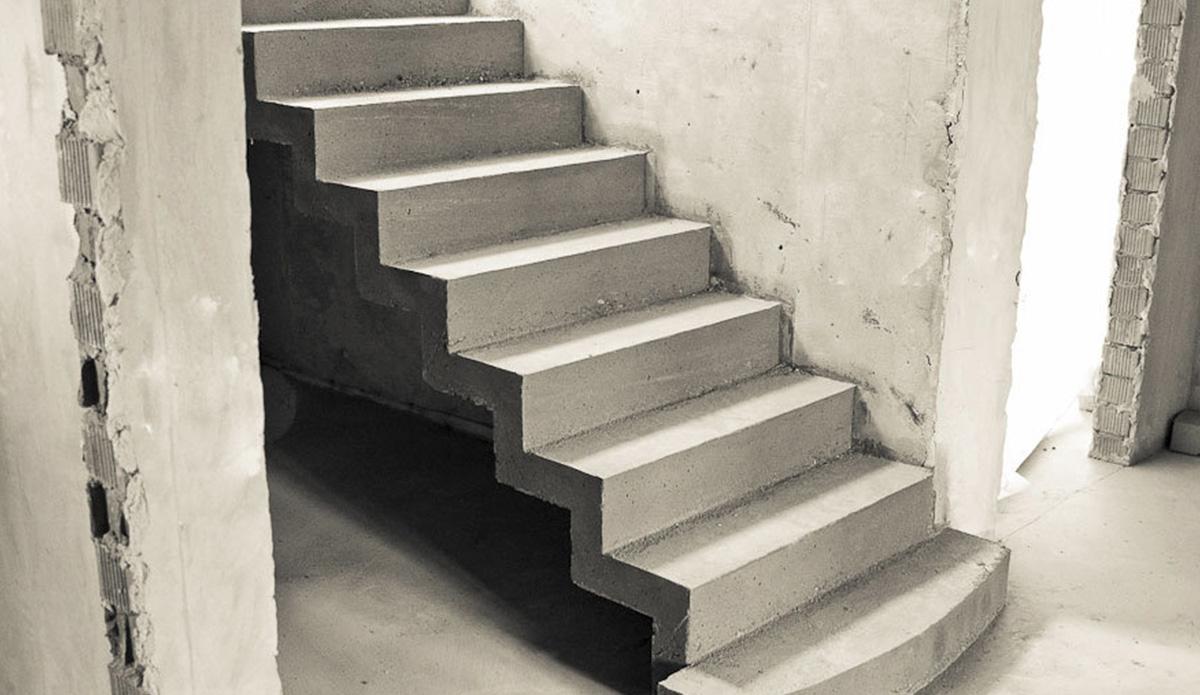 Монолитная лестница из бетона