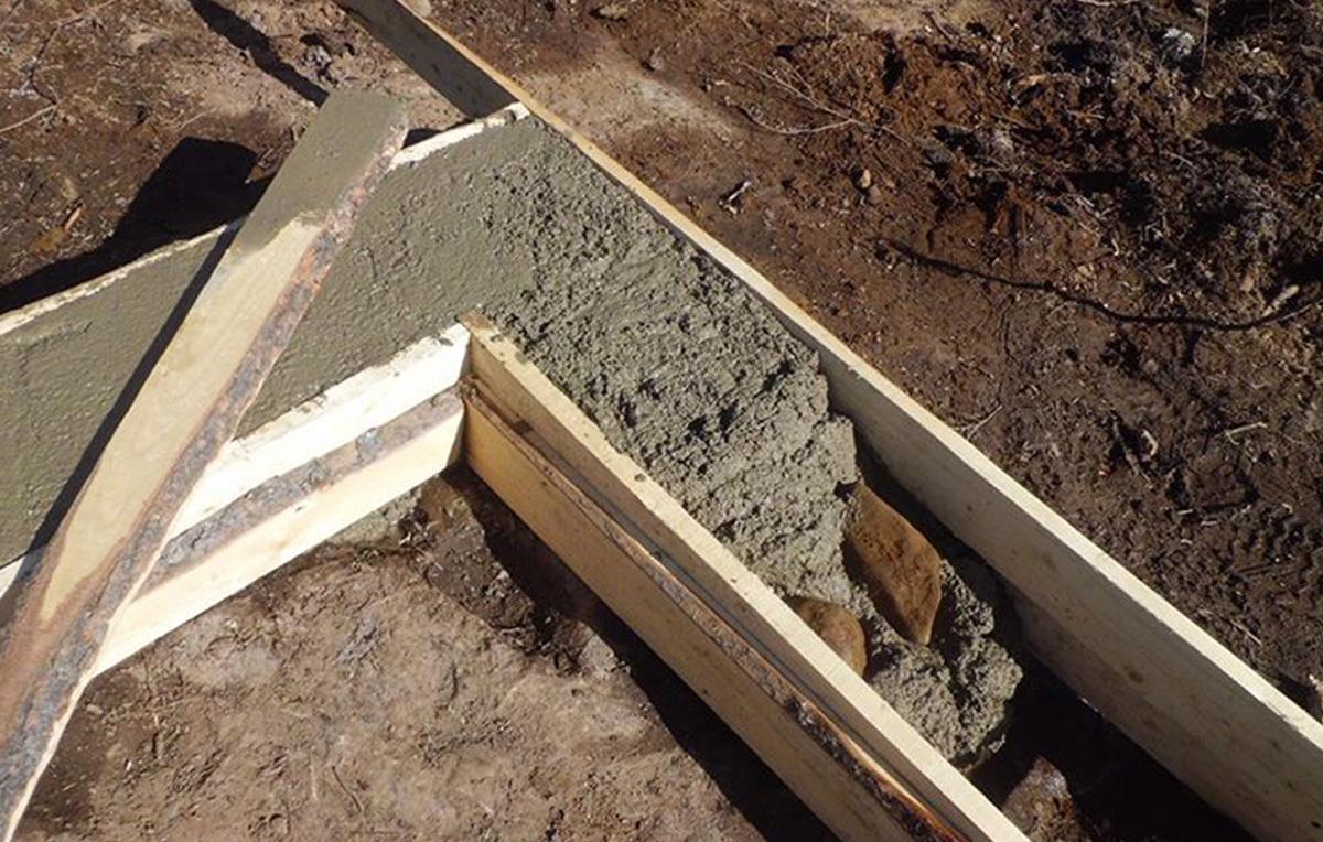 Укладка бетона для ленточного фундамента