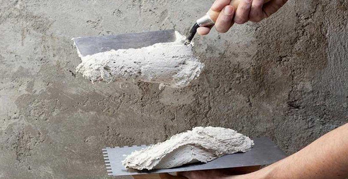 Нанесение гипсовой штукатурку на цементную