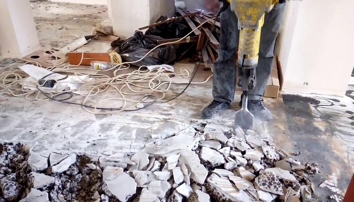 Демонтаж напольного покрытия