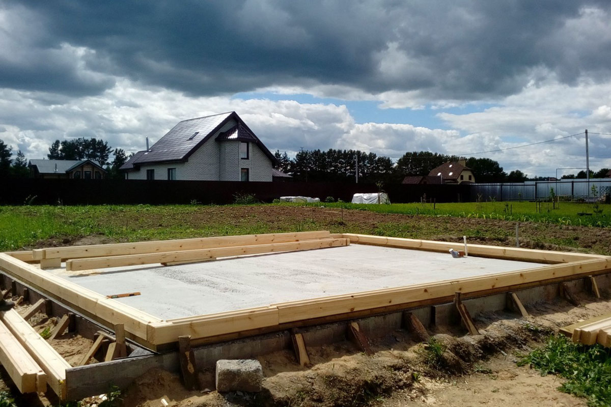 Строительство бани на монолитной плите
