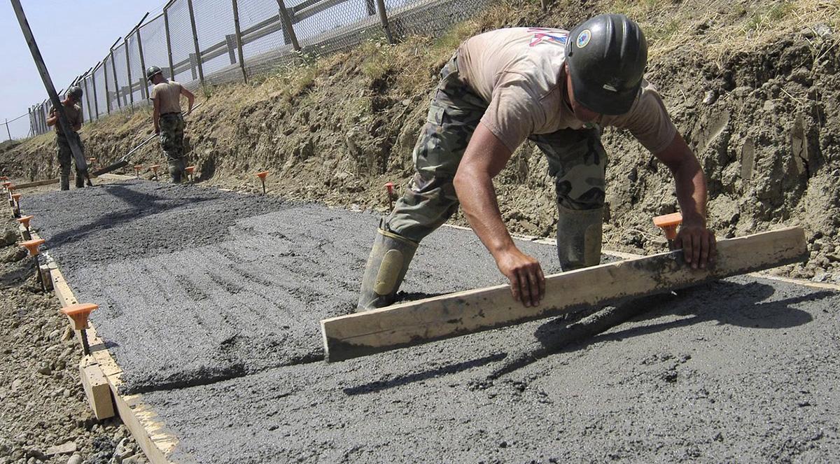 Заливка бетон на улице