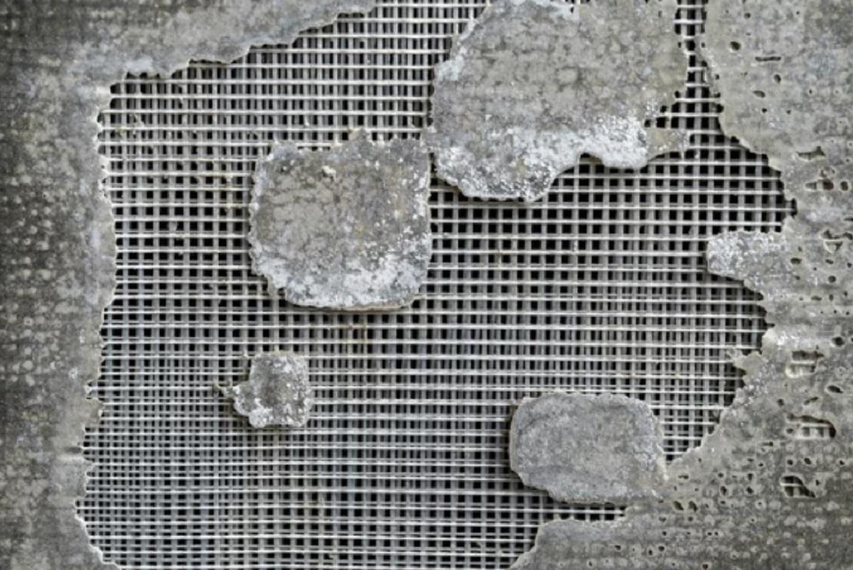 Повреждение плиты